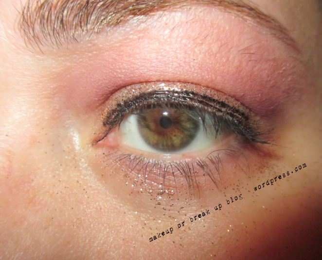 gold-glitter-on-lower-and-upper-eye-for-party-look-or-mussed-look